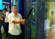 防暴降噪窗中的防暴玻璃能砸坏吗?